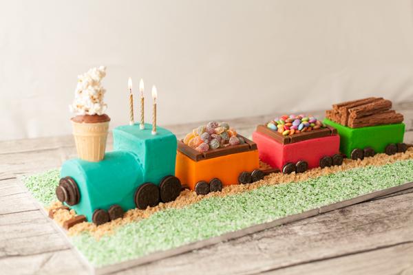 Детский торт в виде поезда