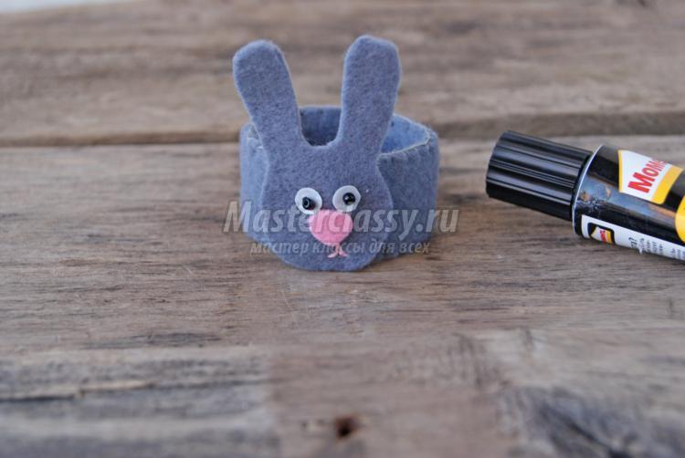 Кролик-подставка для яйца