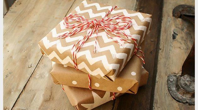 Упаковка подарков в крафт бумагу