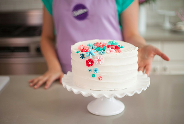 Как украсить торт на 8 Марта