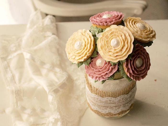 Сладкий букет роз из печенья и айсинга