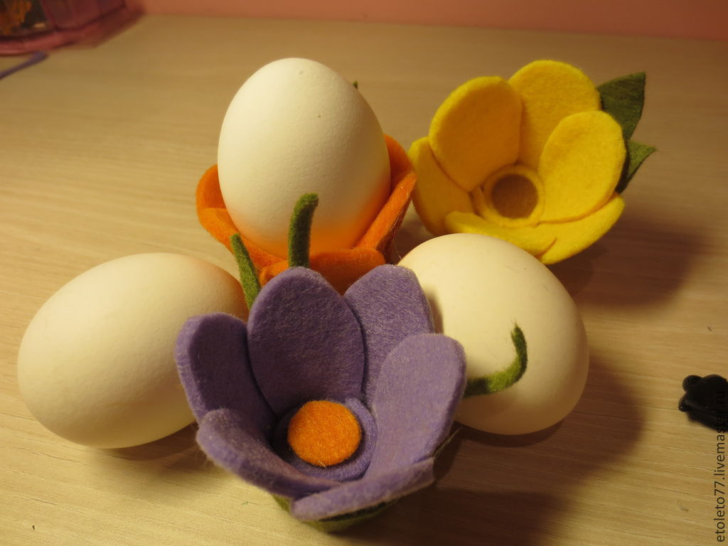 Цветы из фетра. подставки под яйца