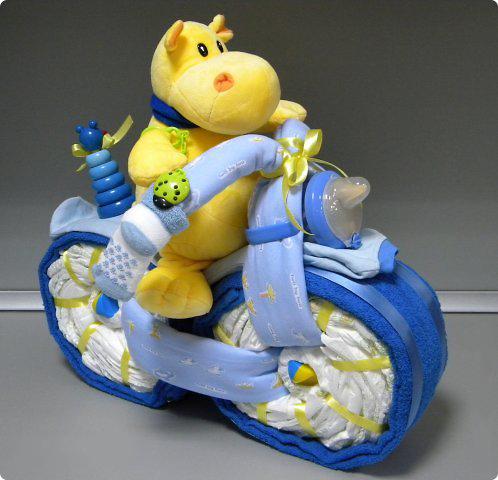 Подарок из памперсов «Бегемот на велосипеде»