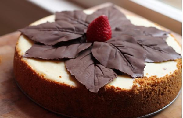 Простое украшение торта шоколадом