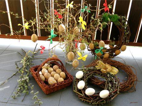Корзинка для пасхальных яиц из газетных трубочек
