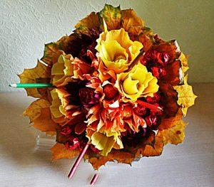 Осенний букет из конфет на подарок учителю