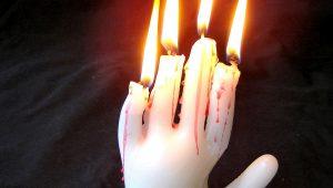 Свеча в виде руки к Хэллоуину