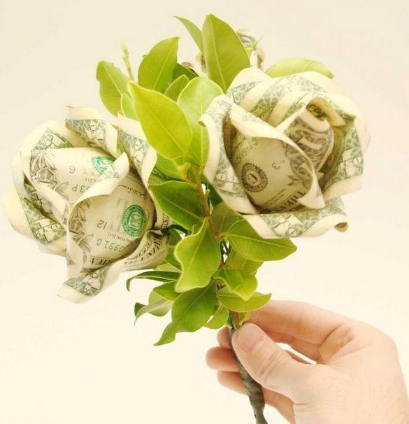 Розы из денежных купюр своими руками