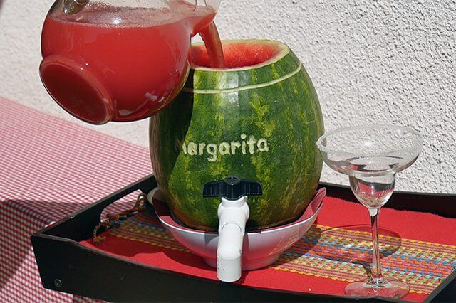 Маргарита для вечеринки в арбузе