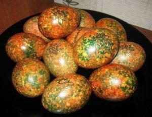 Как сделать мраморные яйца на Пасху?