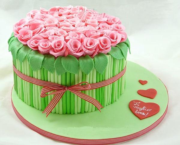 Торт в виде букета роз из мастки