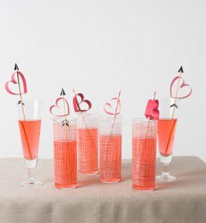 Как украсить трубочки для коктейлей своими руками ко Дню всех влюбленных?