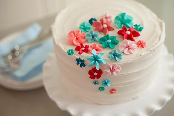 Как украсить торт кремом на 8 марта