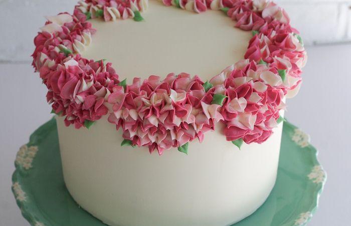 Цветочное украшение торта