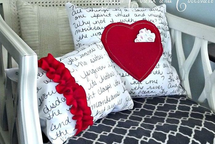 Текстовая подушка с сердцем