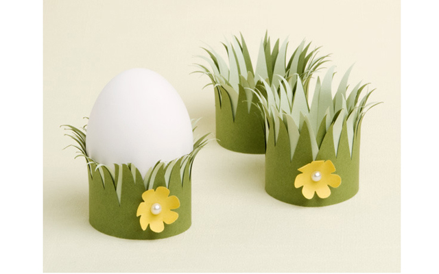 Подставки для яиц из цветной бумаги