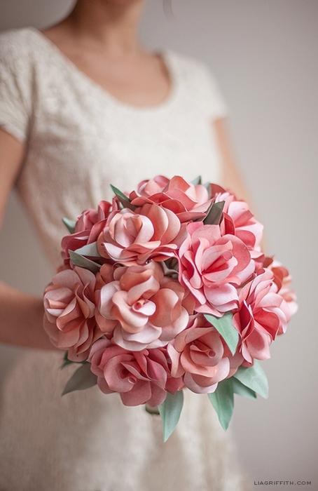 Букеты из бумажных роз