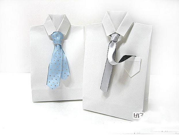 Подарочный пакет в виде рубашки с галстуком
