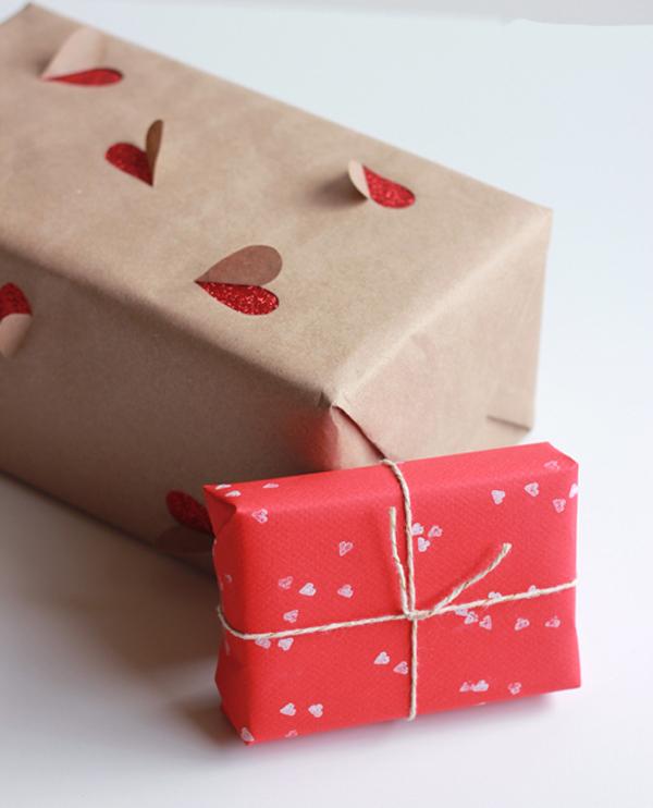 Упаковка подарков ко Дню всех влюбленных