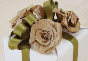 Упаковка подарка из бумажных пакетов