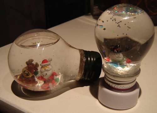 Рождественский шар из лампочки на ёлку