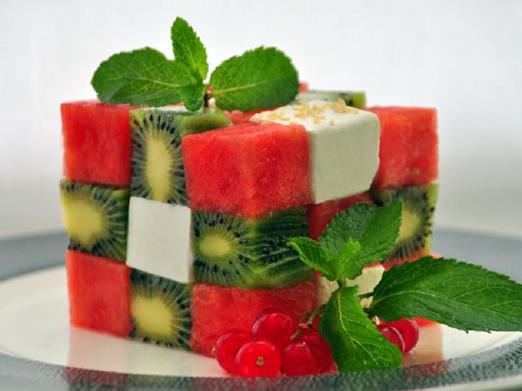 Оригинальный фруктовый салат с арбузом