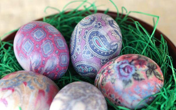Пасхальные яйца раскрашенные тканью