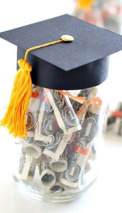 Как подарить деньги студенту?
