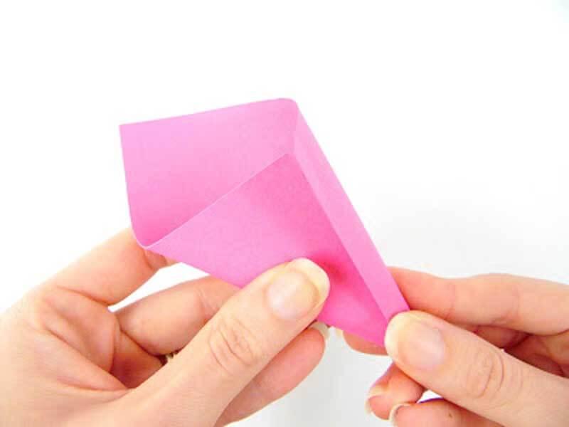Объемный цветок из цветной бумаги