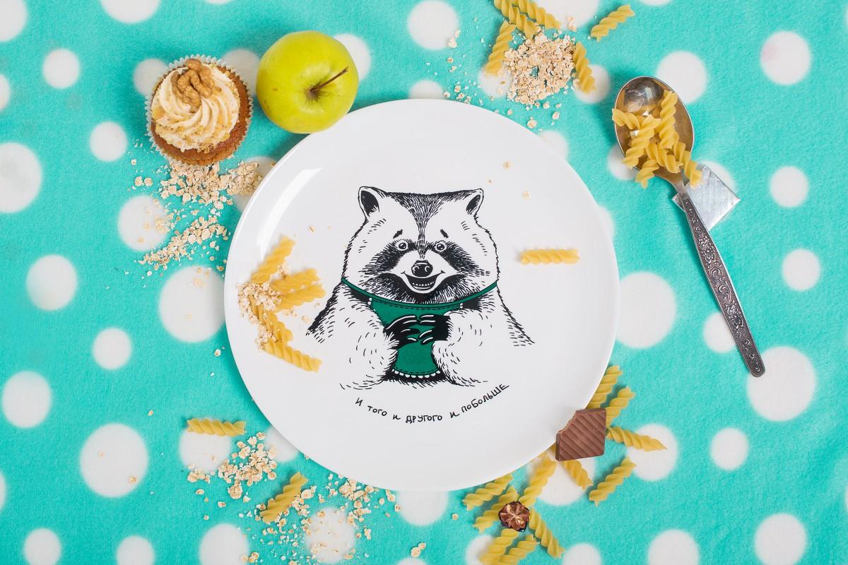 Тарелка с енотом