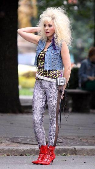 Как одеться девушкам на вечеринку в стиле 90-х