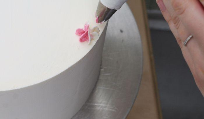 Как просто и красиво сделать цветы из крема для торта