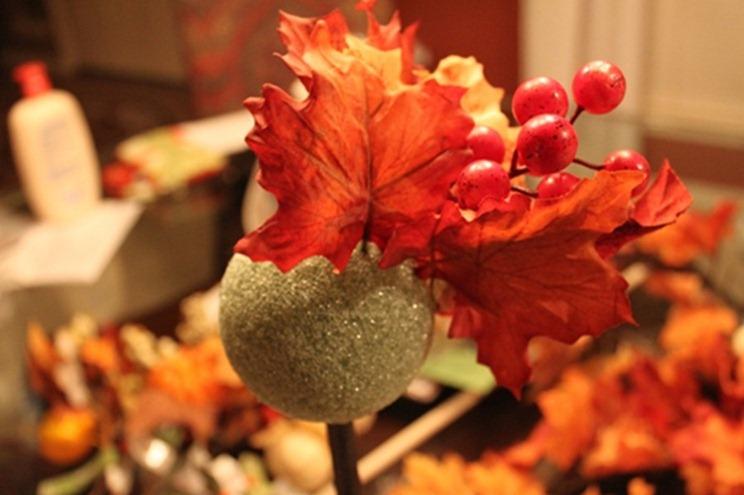Крона топиария из осенних листьев