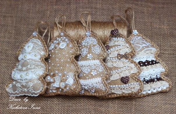 Винтажные ёлочки из мешковины