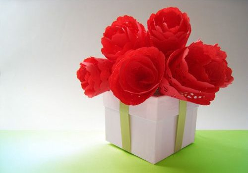 Розы из круглых салфеток
