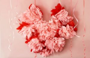 Сердце из бумажных пионов для декора