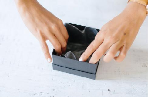 Как подготовить коробку для букета в ней