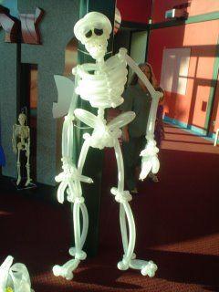 Скелет из воздушных шариков