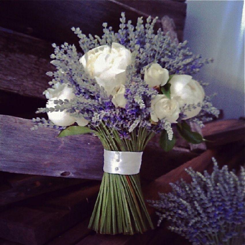 Букет для невесты из лаванды и роз