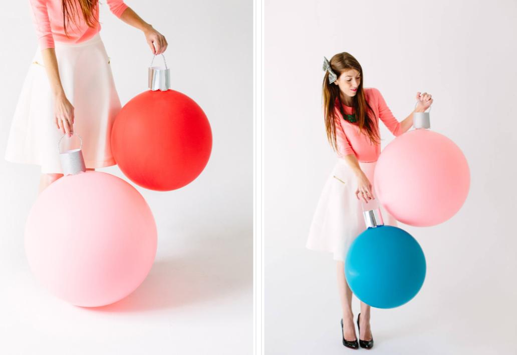 Огромные елочные шары из воздушных шариков