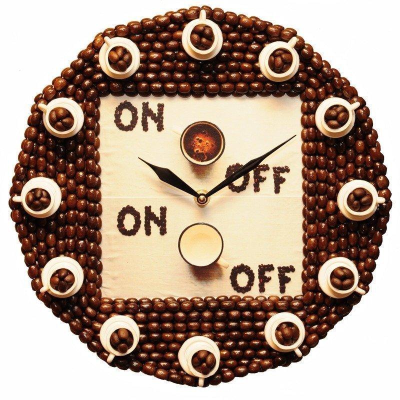 Часы, украшенные кофейными зернами