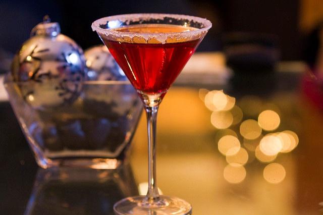 Новогодние коктейли и их украшение