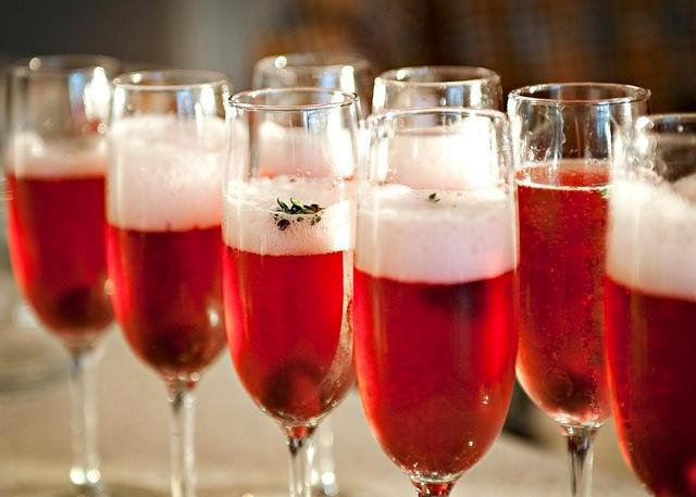 Новогоднее украшение шампанского