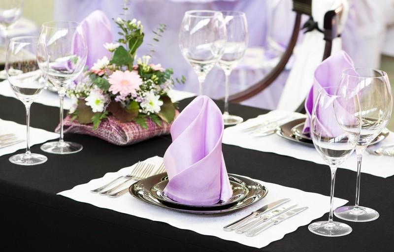 Салфетки в праздничной сервировке стола