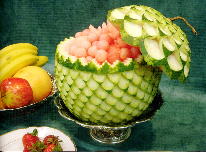 Подача арбуза на праздничном столе