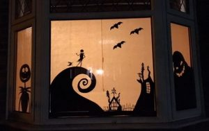 Украшение окон на Хэллоуин