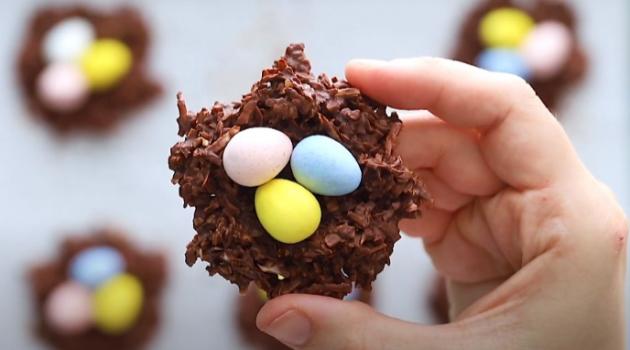 Пасхальный десерт на скорую руку: шоколадные гнезда